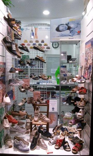 assortimento scarpe