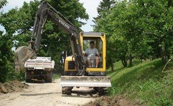 lavorazione terreno per creazione strade