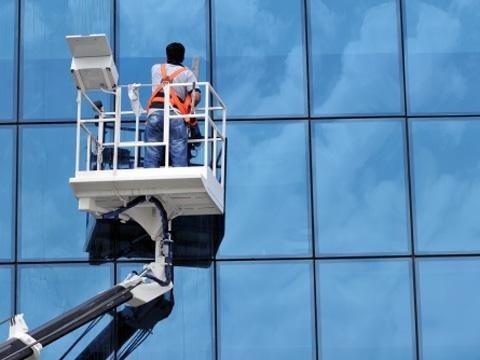 noleggio piattaforma aerea per pulizie vetrate catania