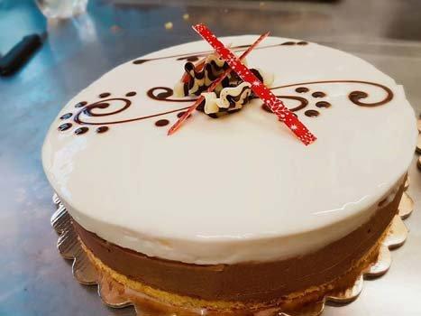 cheesecake al cioccolato con decorazioni