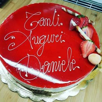 torta alla fragola di compleanno