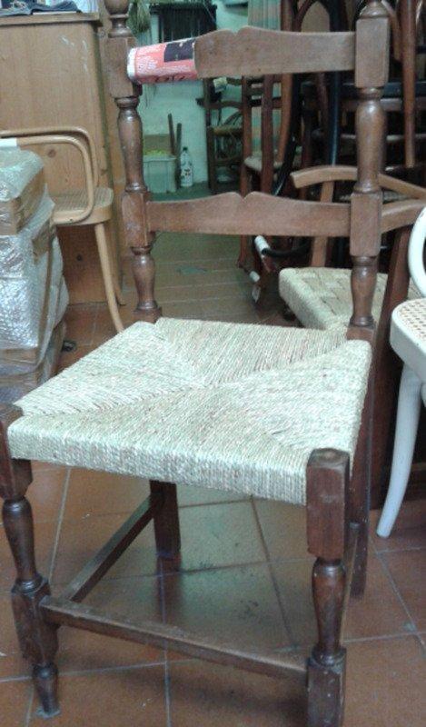 sedia con seduta intrecciata in paglia