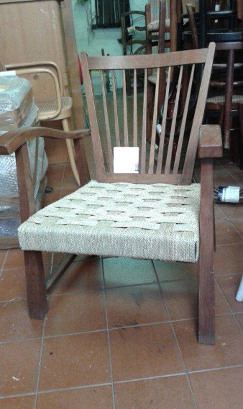 sedia con schienale arcuato e seduta in paglia  con trame complesse