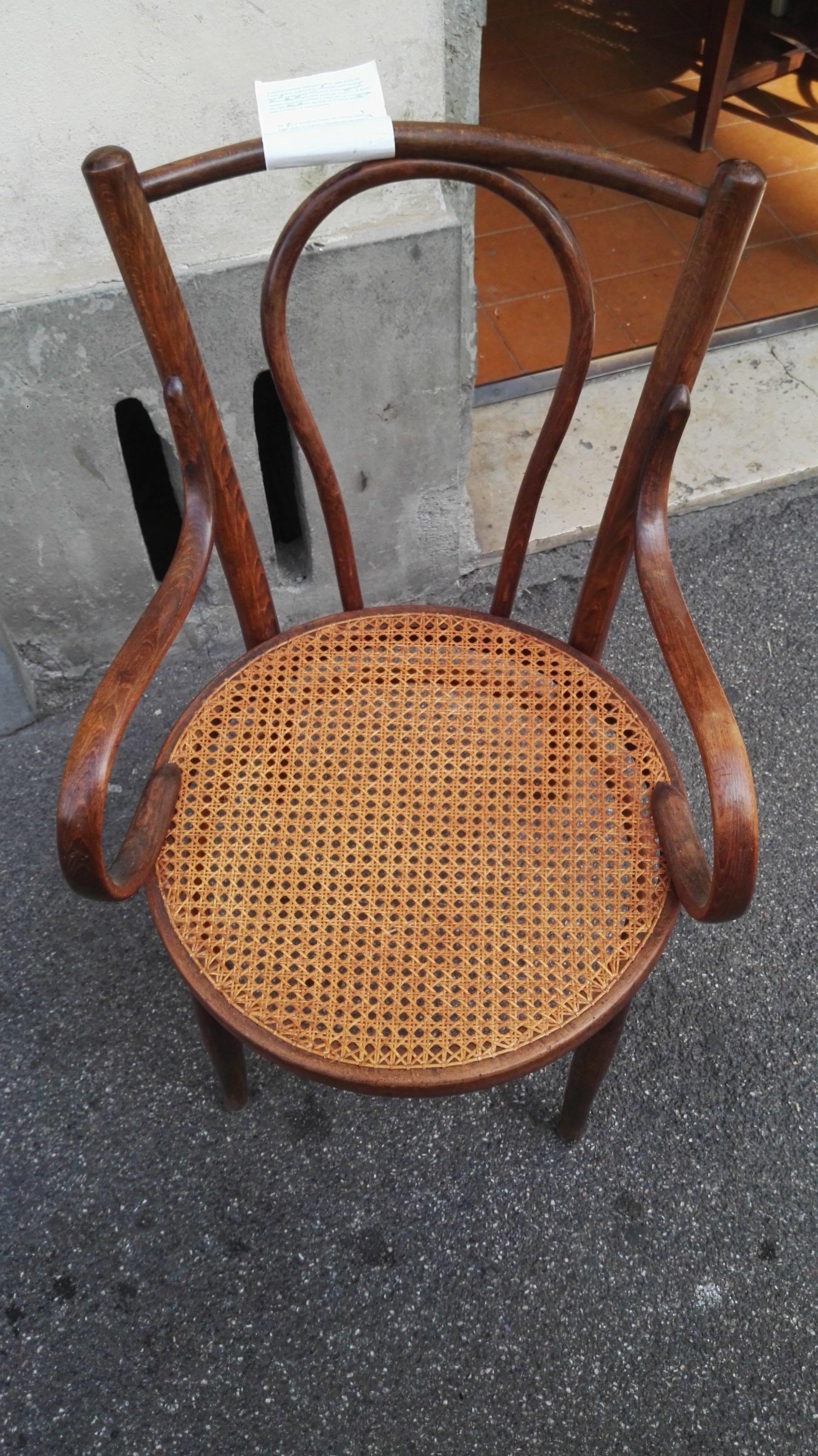 sedia con seduta circolare in paglia
