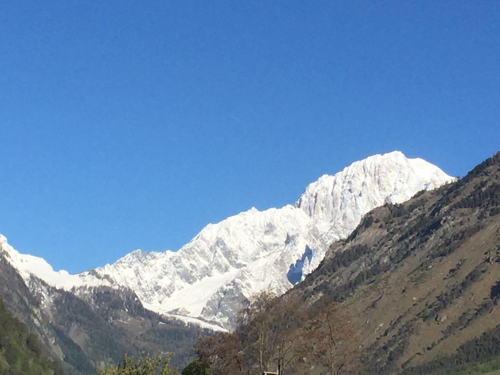 Vista delle montagne sul Monte Bianco