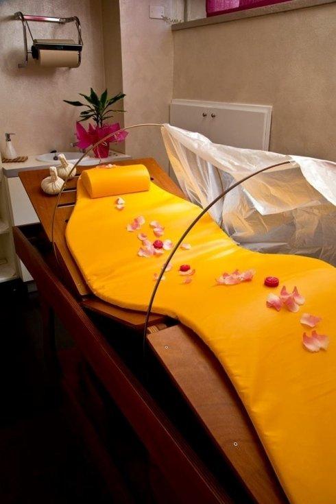 massaggio su lettino a vapore