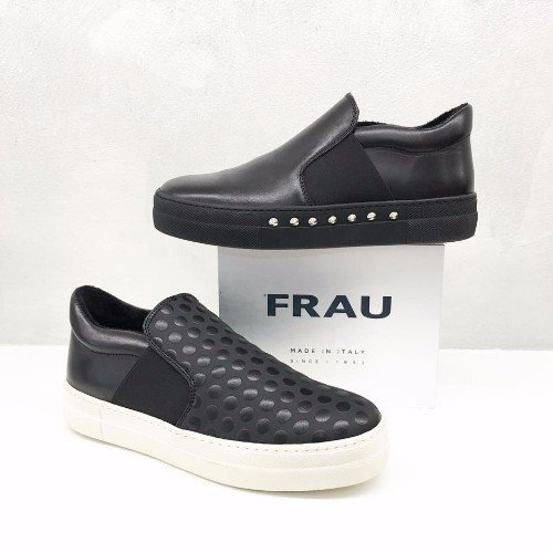 scarpe nere  Frau