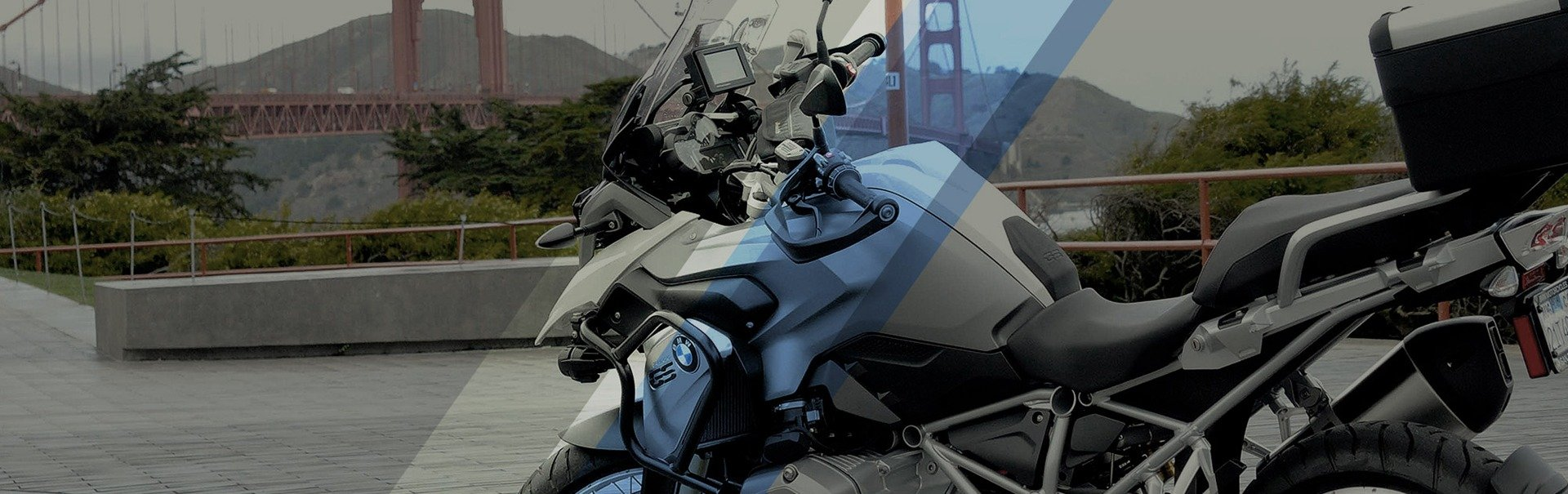 A bike model from a Motorcycle Rentals in San Francisco near the bridge