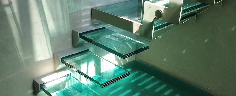 Realizzazione scale in vetro