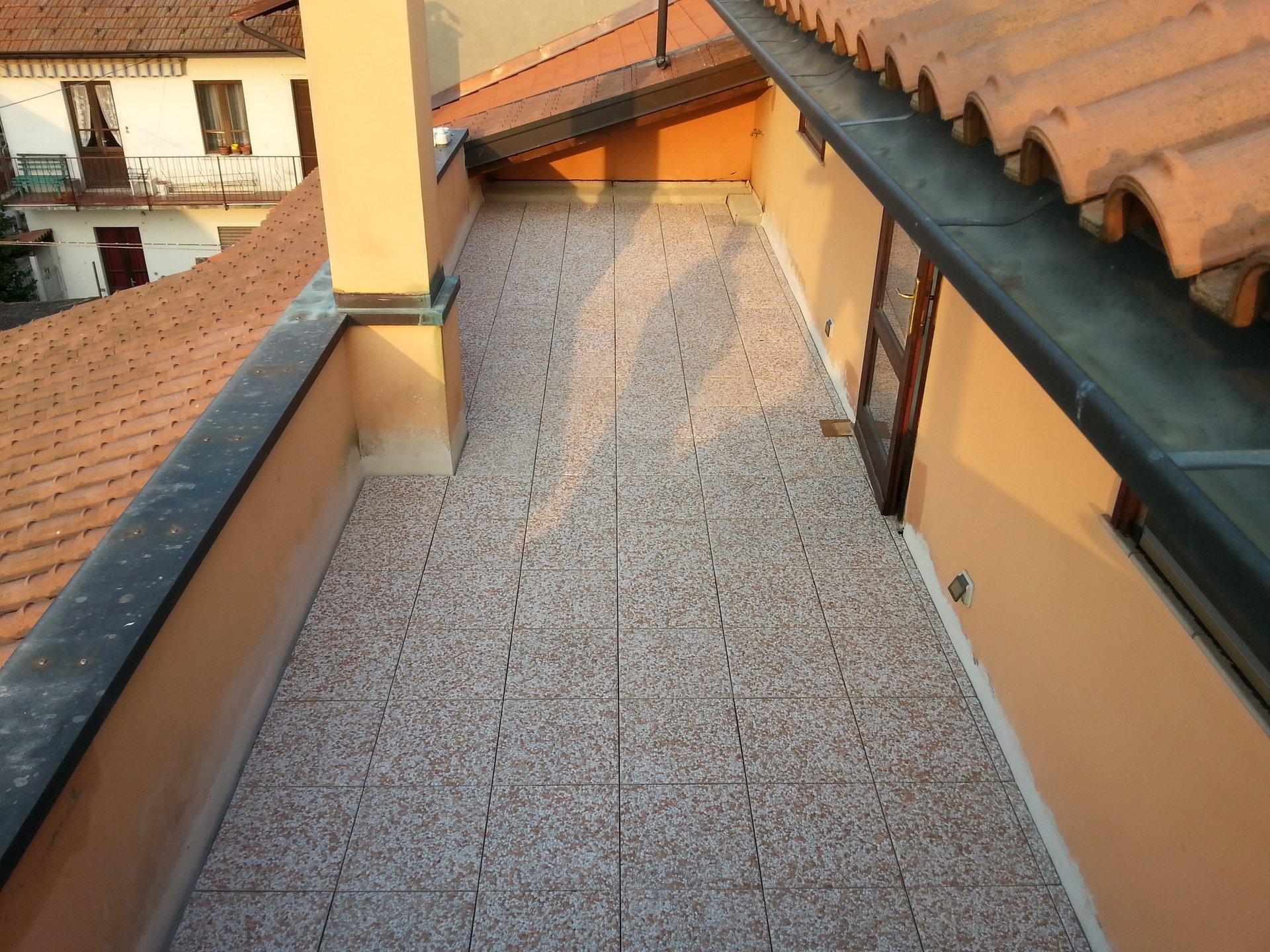 balcone con pavimento nuovo