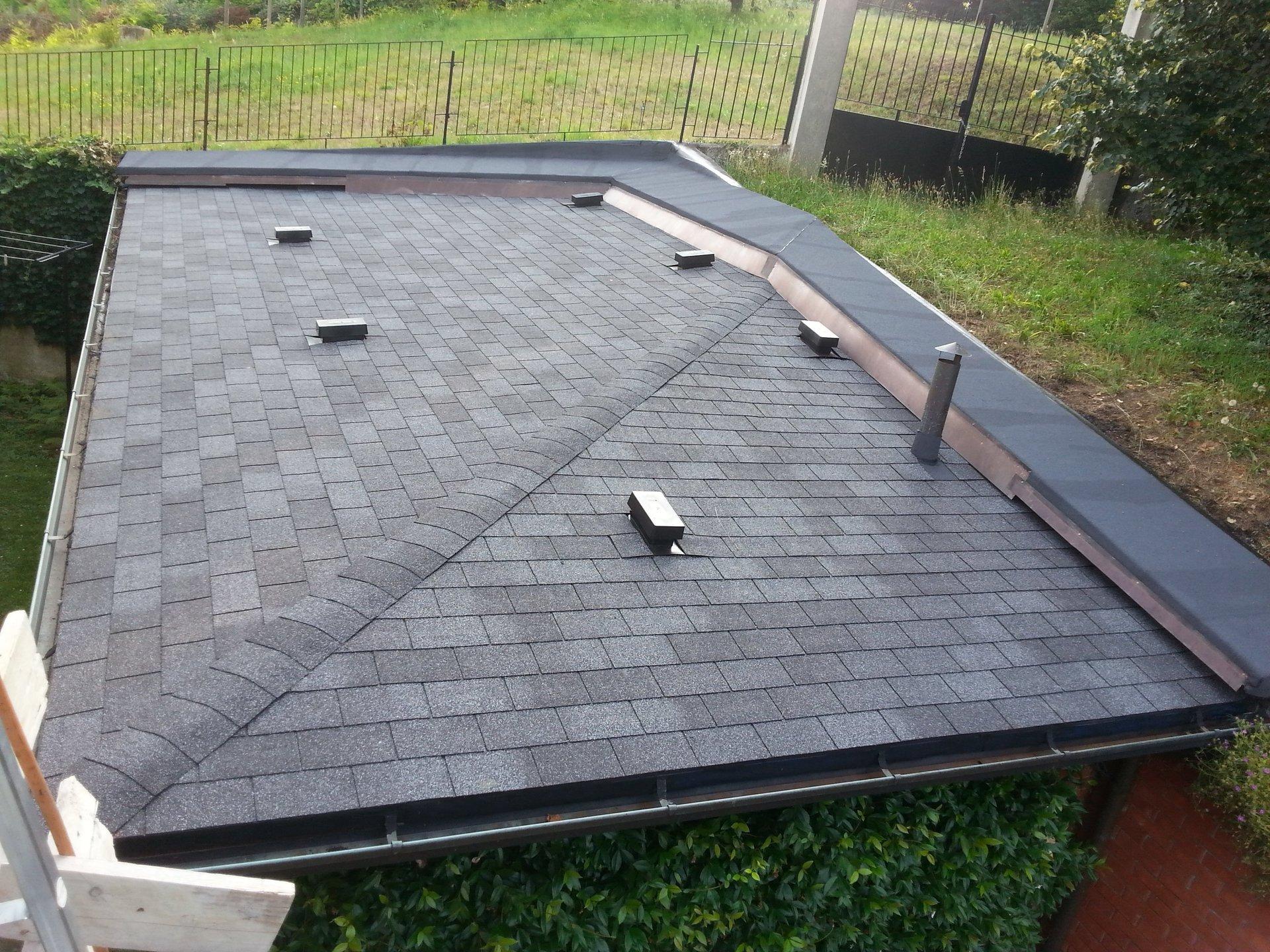 dettaglio di tettoia in mattoni