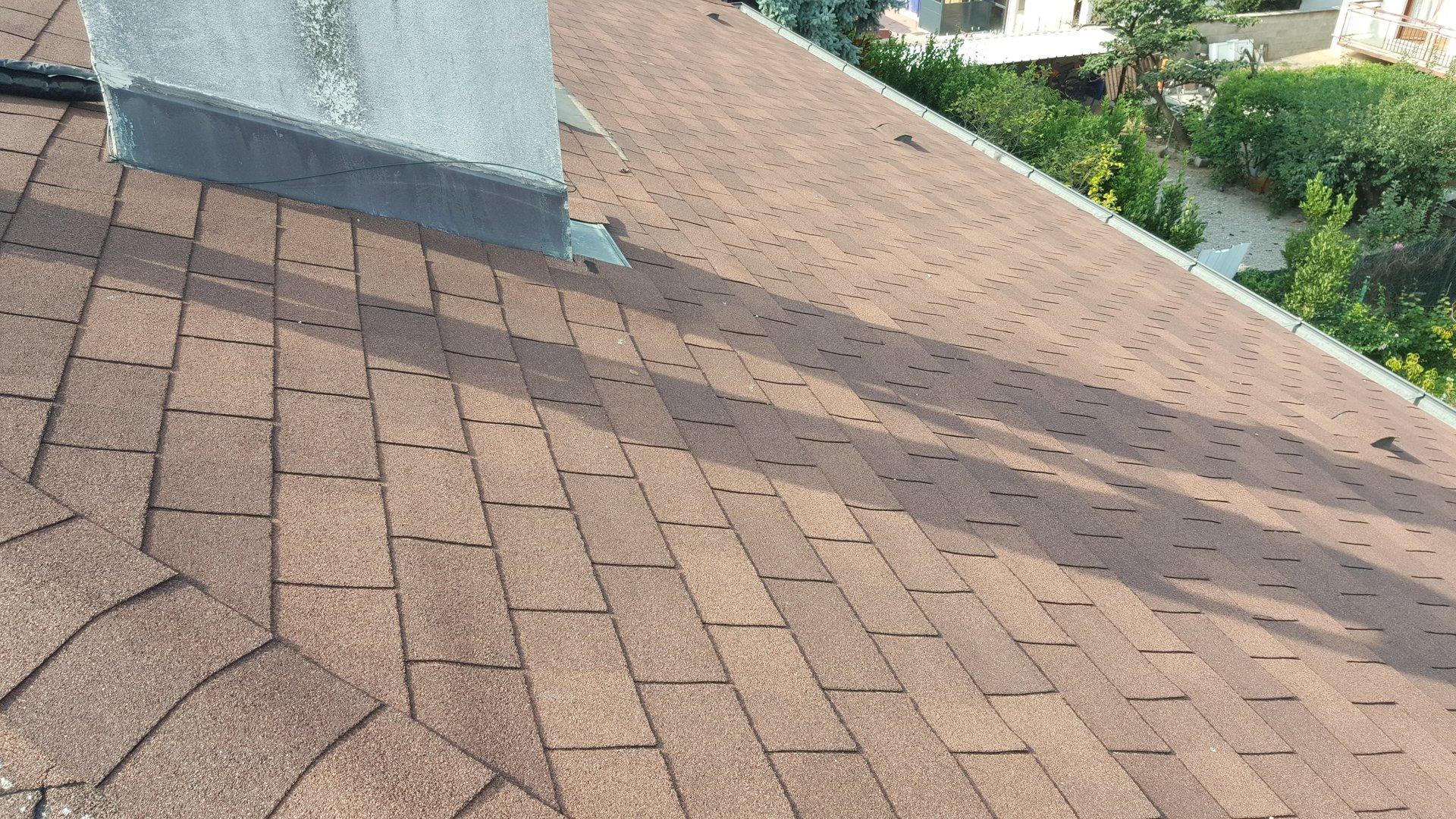 dettaglio di tegole di un tetto