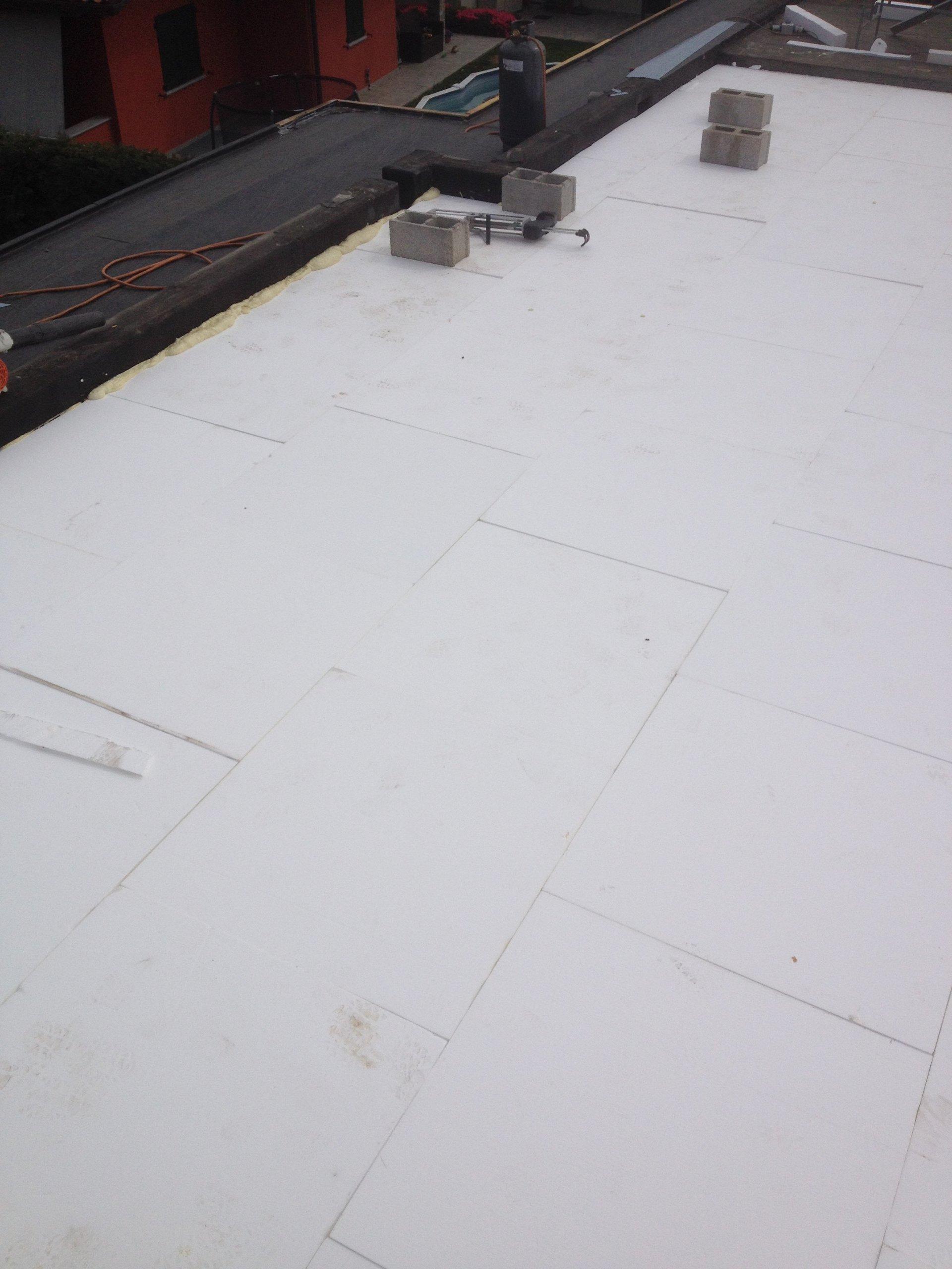 superficie con strato di isolante termico
