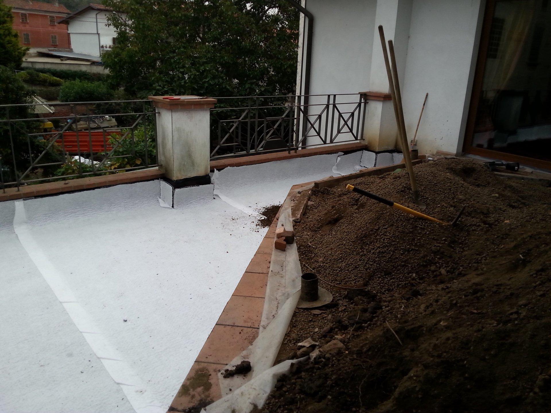 una terrazza durante lavori di impermeabilizzazione
