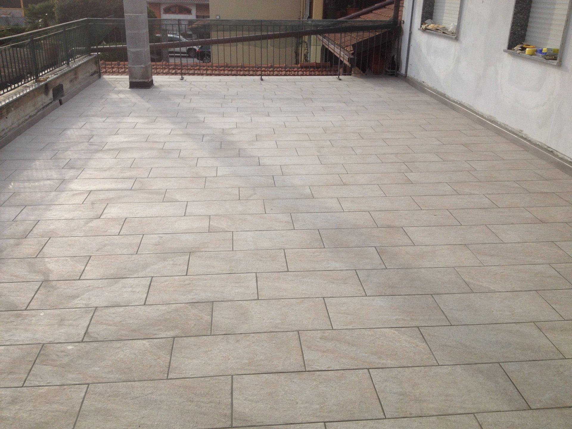 terrazzo con pavimento nuovo