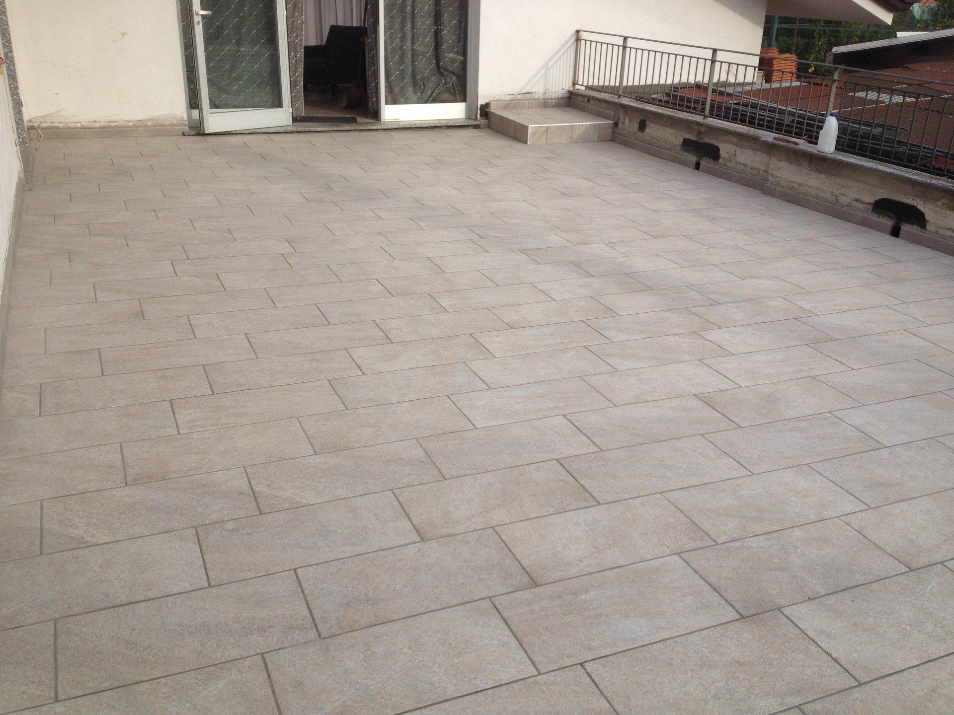 pavimentazione nuova di un terrazzo