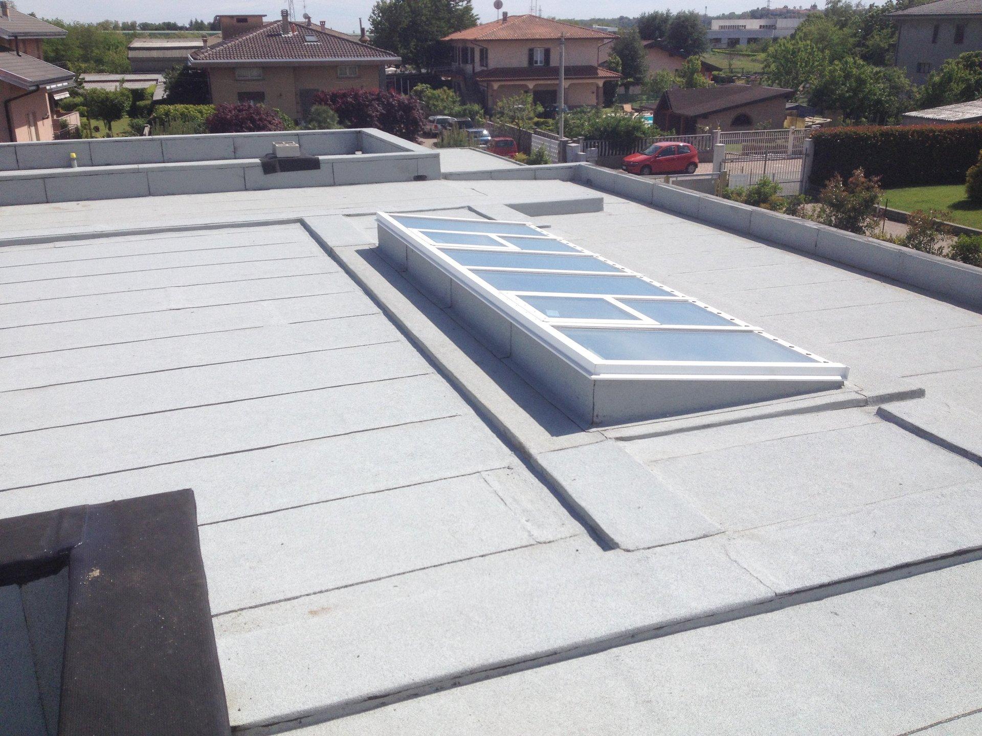 dettaglio di lucernaio su tetto