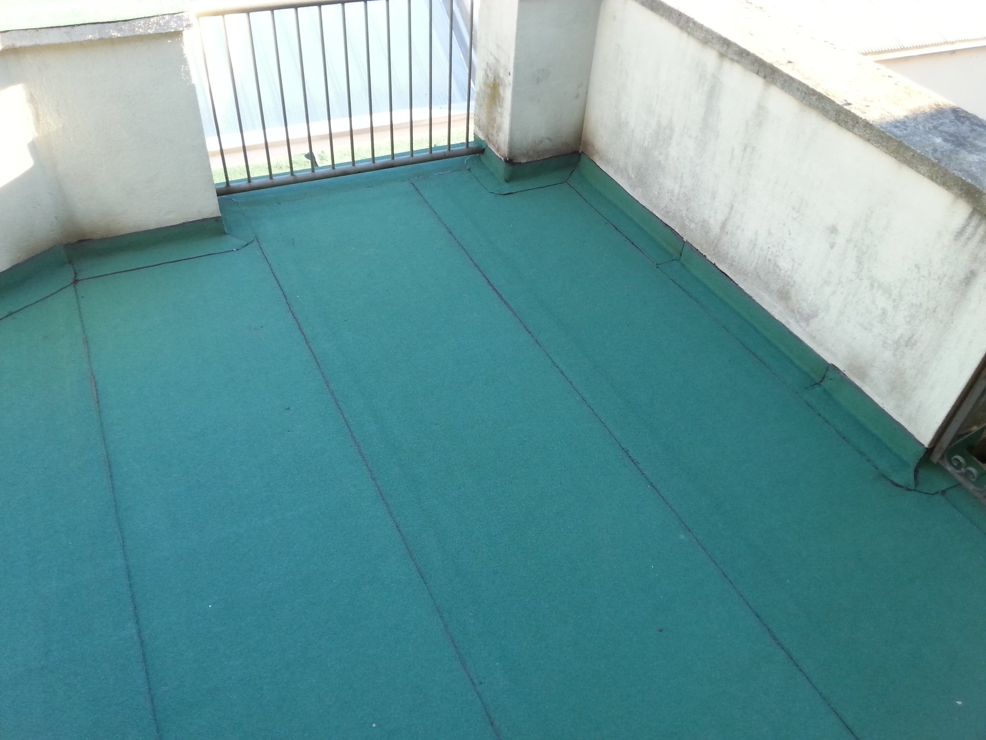 terrazzo con pavimentazione da rinnovare