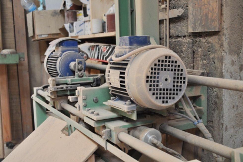 Falegnameria Marrone lavorazione mobili su misura