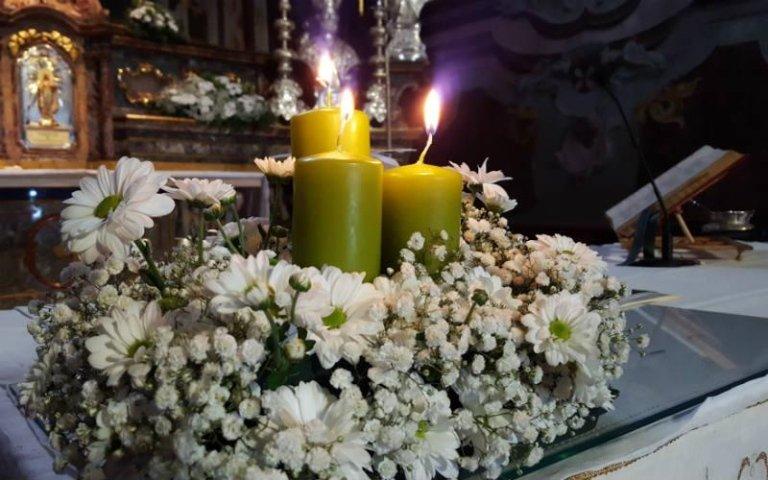 Addobbi floreali per candele