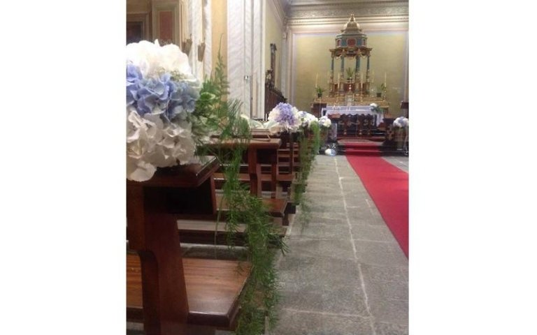 Allestimento chiesa per matrimoni