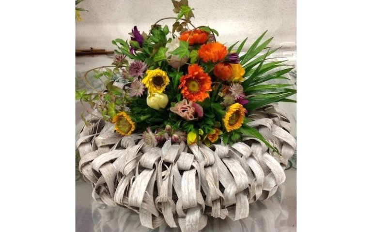 Composizione floreale con girasole