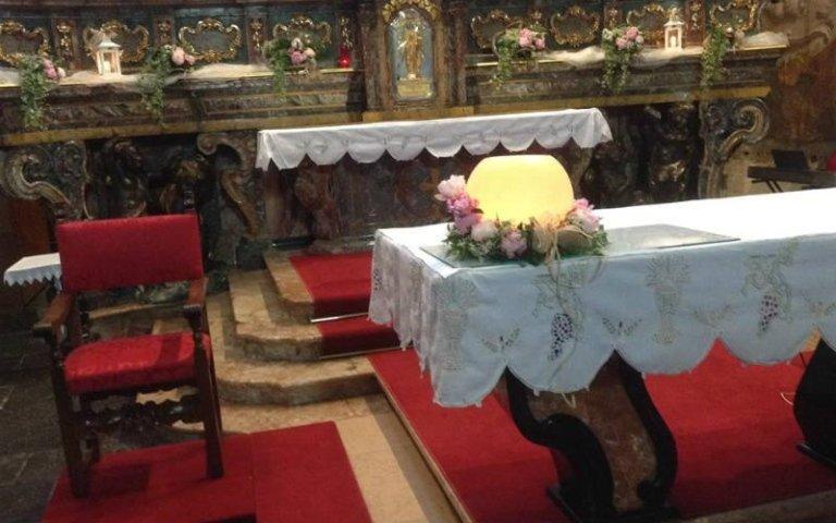 Addobbi floreali altare