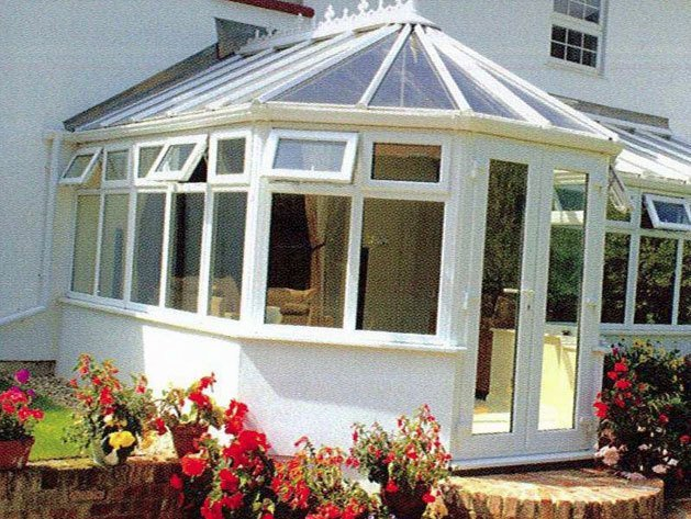 Traditional style conservatory