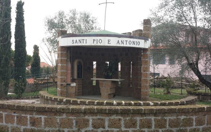 cappella in giardino