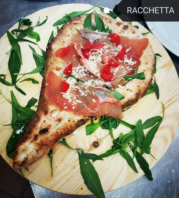 pizza racchetta CORNICIONE RIPIENO DI RICOTTA MANICO RIPIENO DI RICOTTA E MOZZARELLE,FILETTO E MOZZ