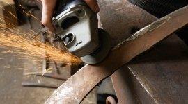 fabbro, carpentiere, levigatura ferro