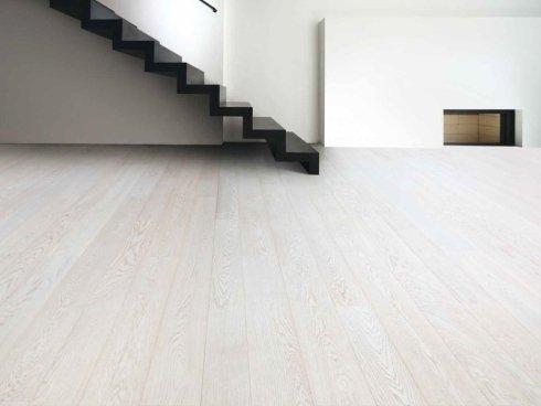 Pavimento in legno di quercia sbiancata