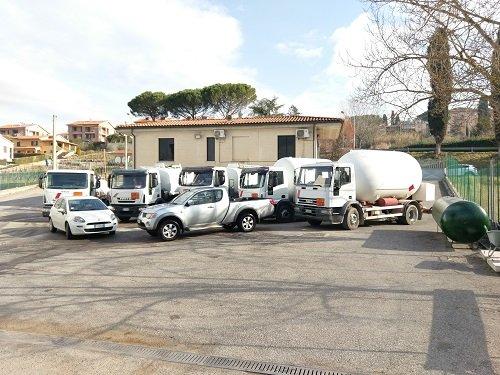 Mezzi da lavoro parcheggiati