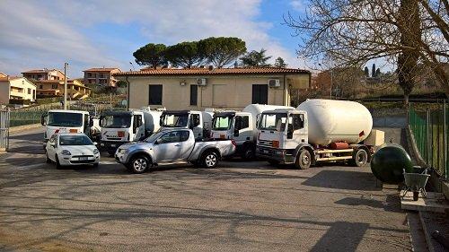 Mezzi dell'azienda parcheggiati