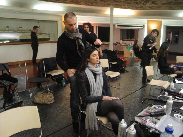 sistemazione capelli modella