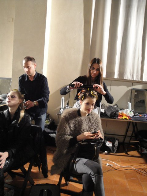 preparazione modelle in camerino