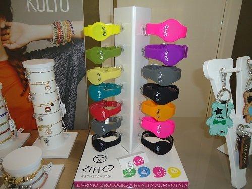 degli orologi colorati della marca Zitto