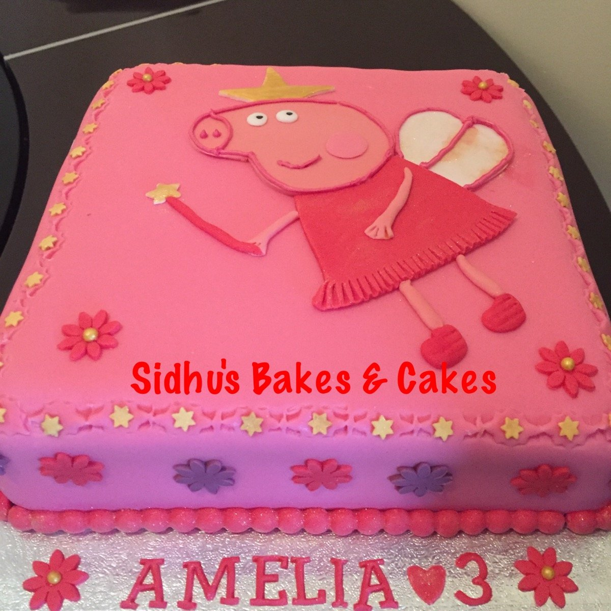 piggy butterfly cake