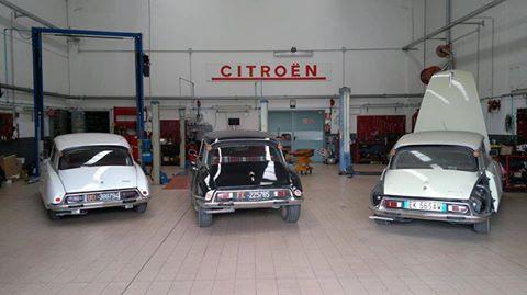 vista frontale concessionario CITROEN- auto d`epoca
