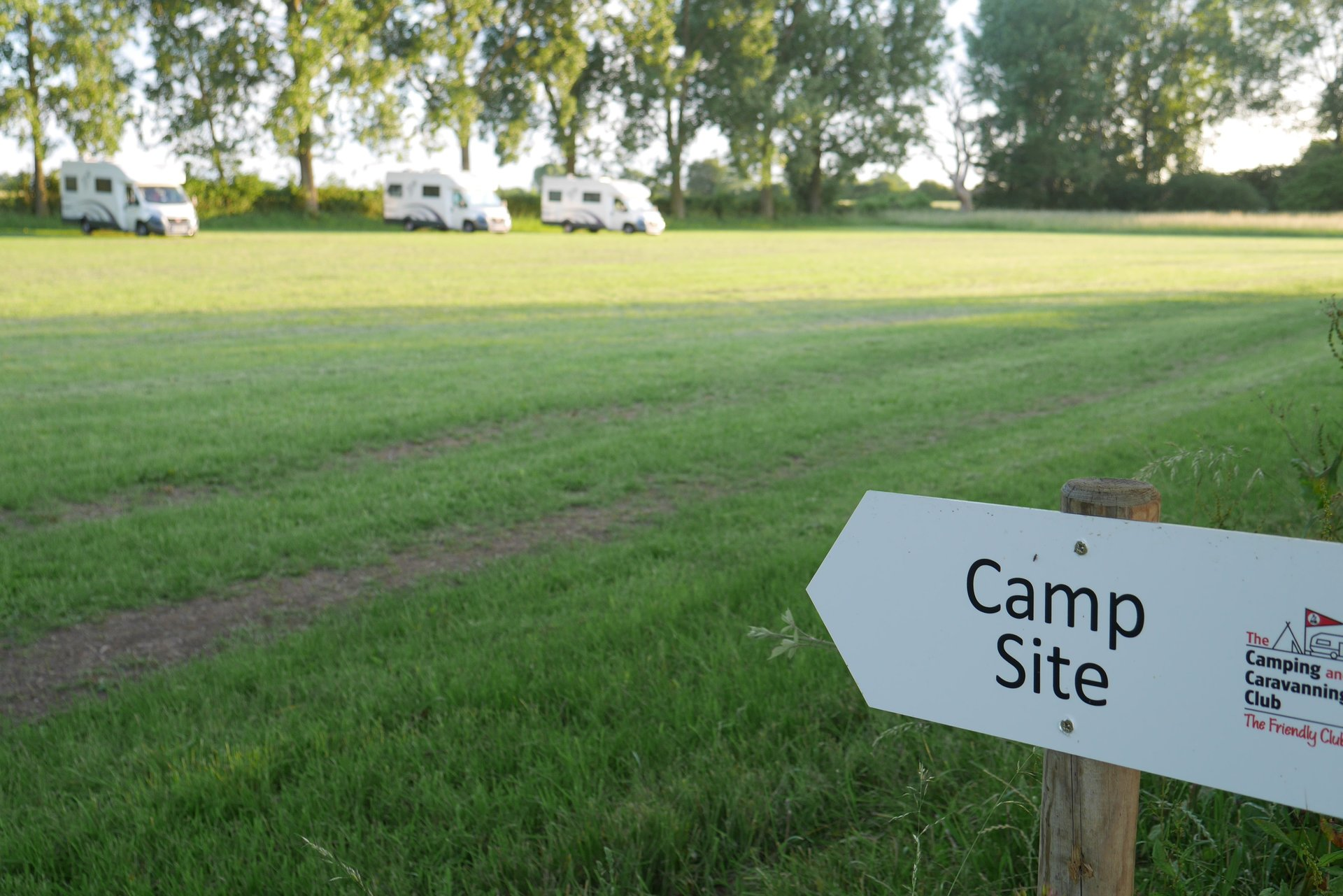 camping and caravanning club campsite finchingfield essex