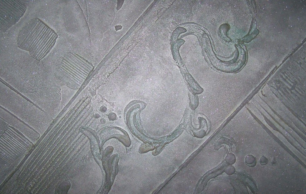 porta con decorazione in resina a rilievo