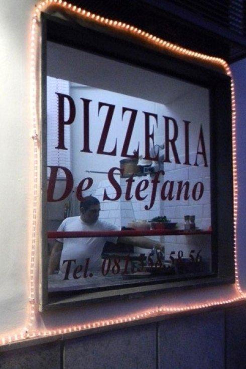 I nostri pizzaioli sono veri napoletani DOC.
