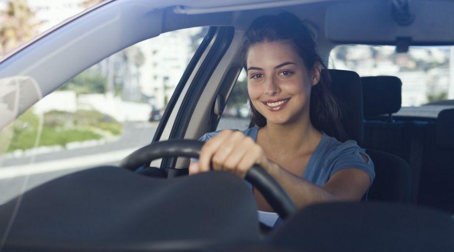 Satisfied woman with windscreen repair in Takanini