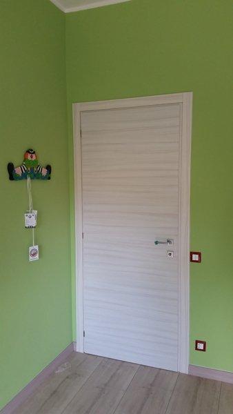 Porta in legno a Pettinengo