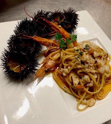 spaghetti allo scoglio con ricci di mare