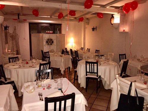 sala del ristorante con palloncini