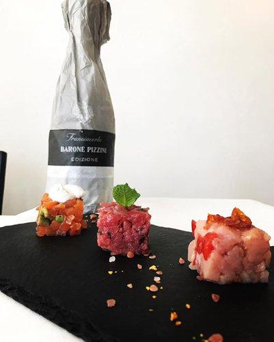 finger food con bottiglia di Franciacorta