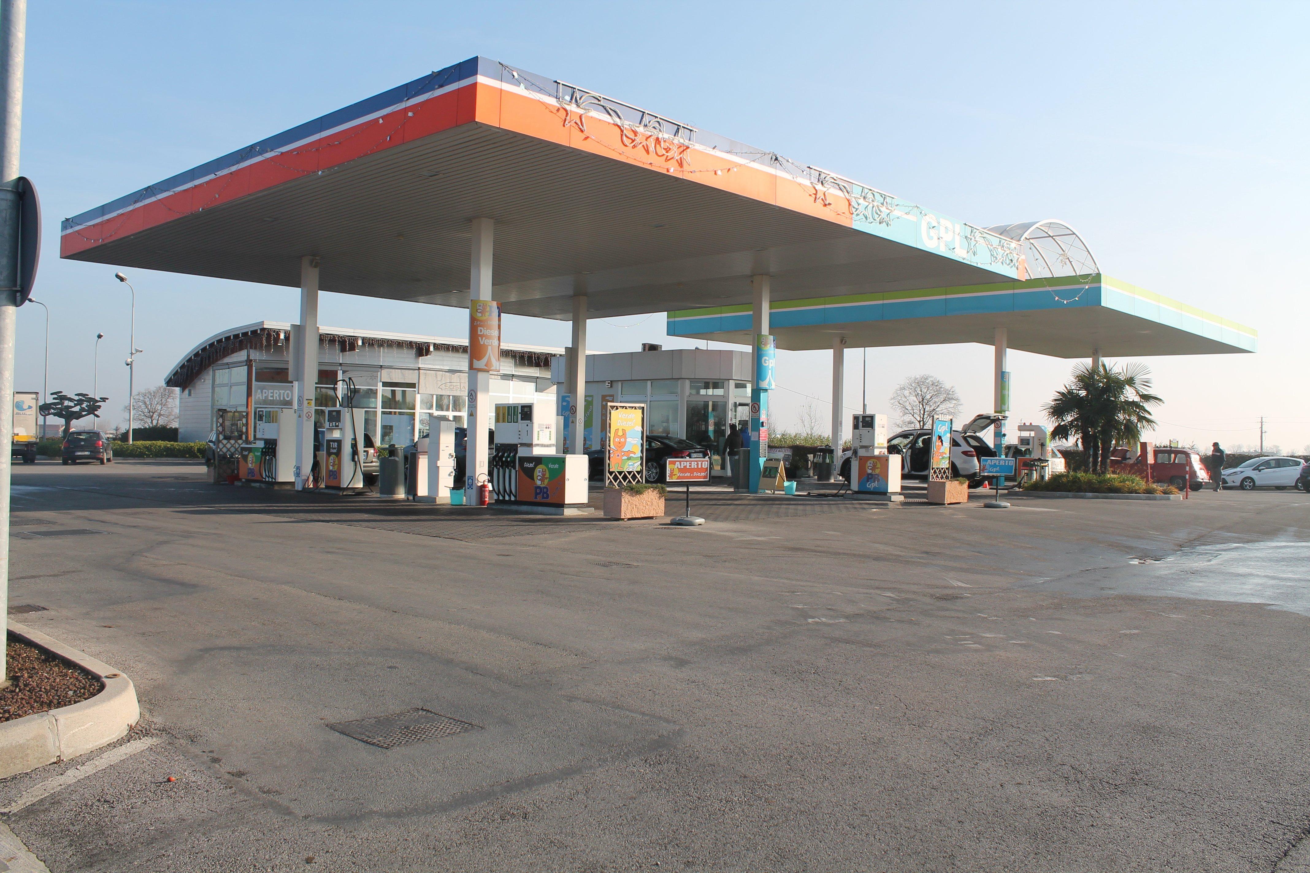Una stazione di benzina