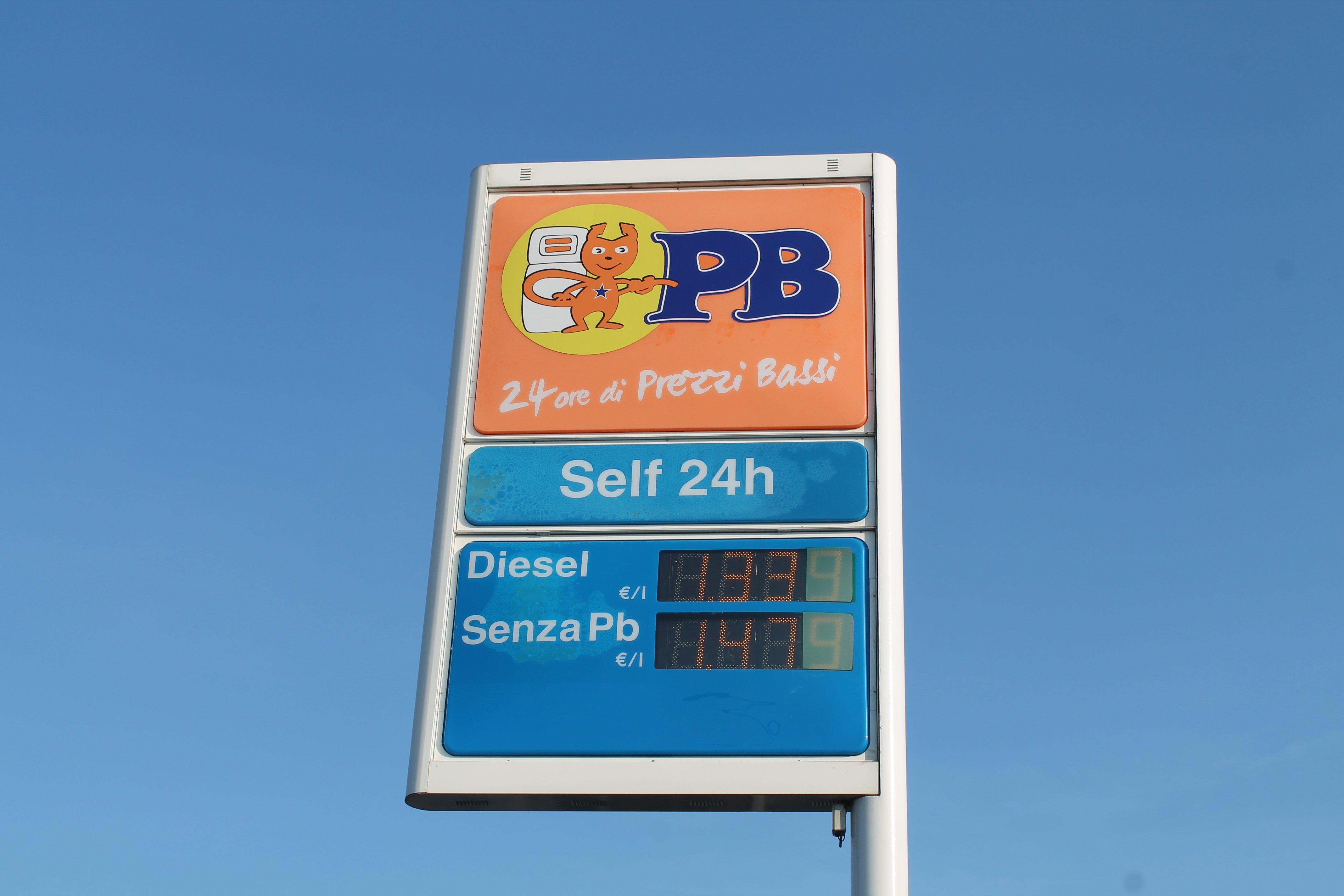 tabellone prezzo carburante