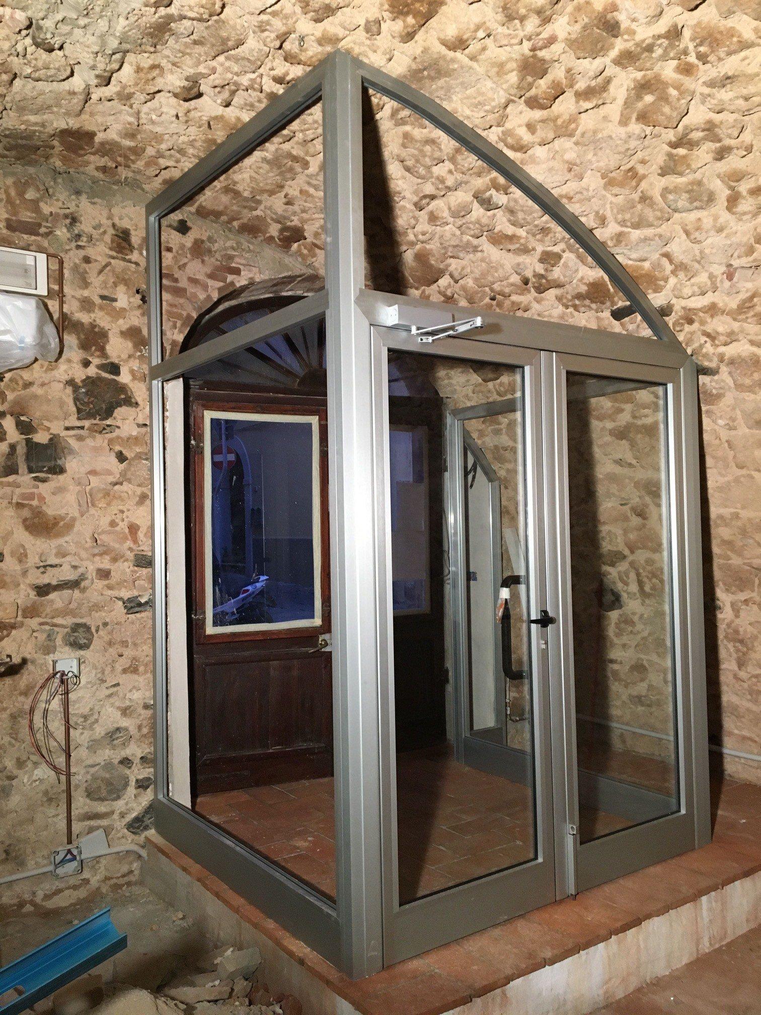 Realizzazione di finestre su misura follonica seam for Finestre su misura bricoman